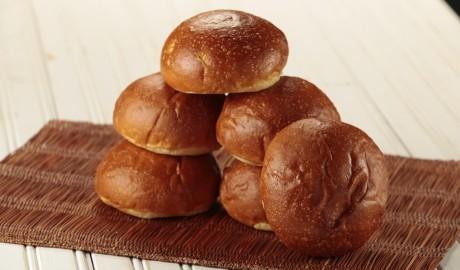 brioche, dinner roll, challah, egg bread
