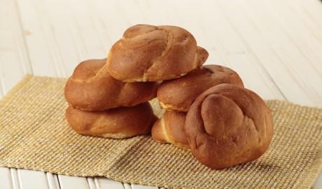 butter bread, kaiser, egg wash, knot